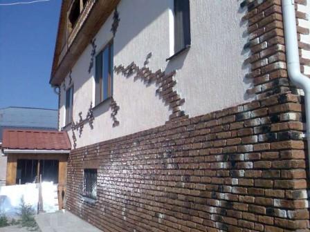 fasadnye-shtukaturki-kak-ukrashenie-fasada-doma-1