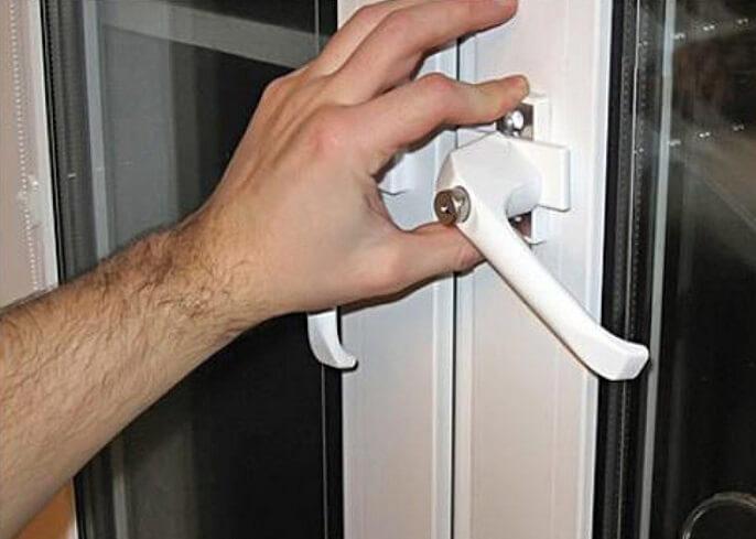 Как заменить ручку на пластиковой двери